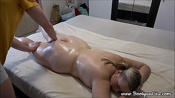 Massagem na gordinha rabuda